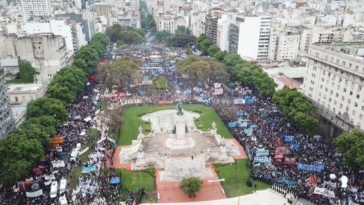Multitudinaria marcha en contra del Presupuesto 2019.