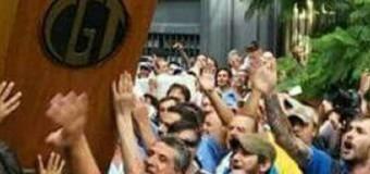 TRABAJADORES – Régimen | La CGT macrista levantaría el paro por dos cuotas de $ 2.500.-.