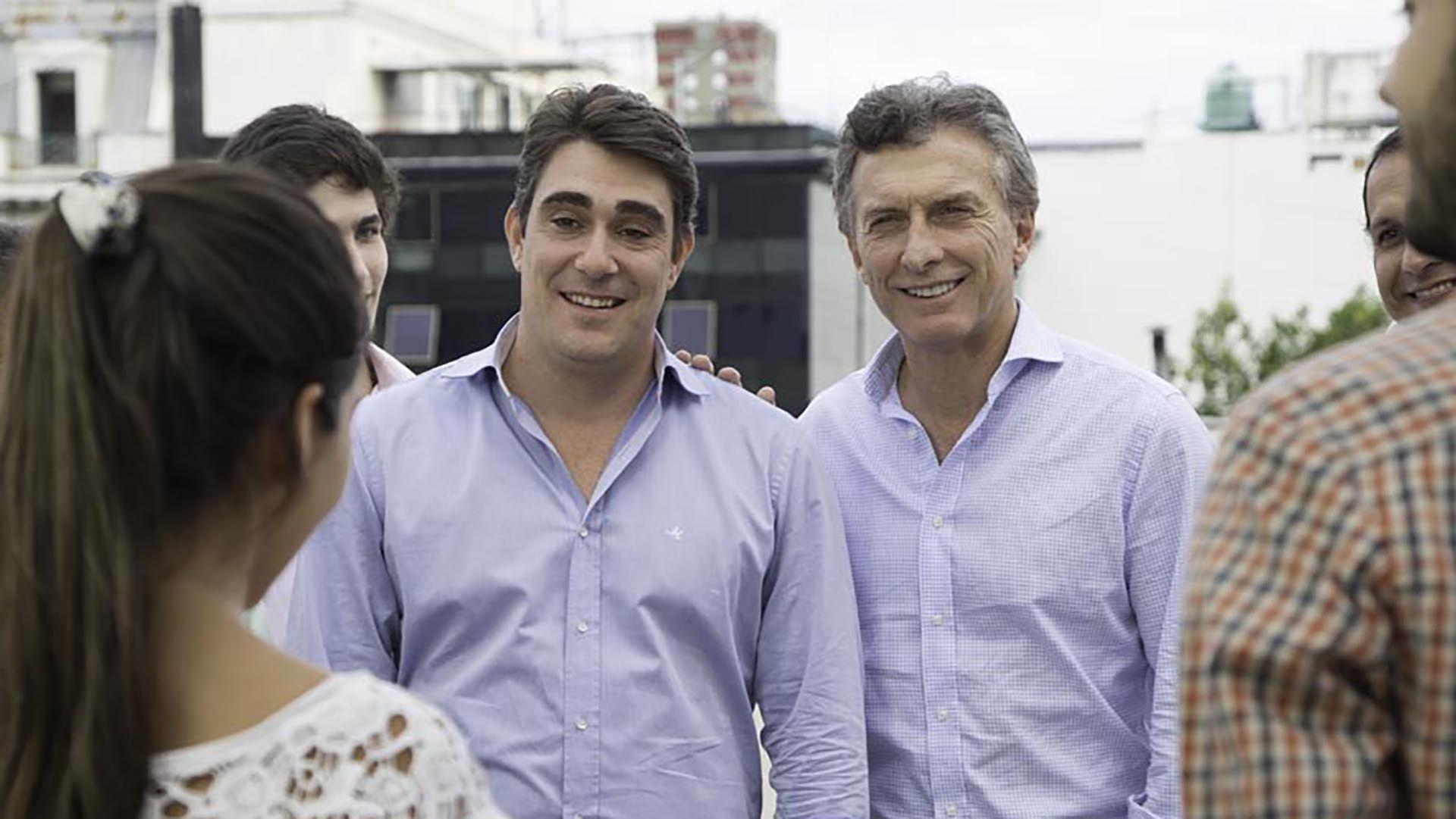Secretario Iguacel y Presidente Macri sonríen ante los tarifazos.