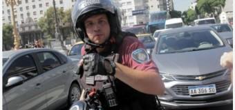 CENSURA – Represión | La Policía de Macri detuvo en forma violenta en pleno trabajo al fotógrafo Ávila.