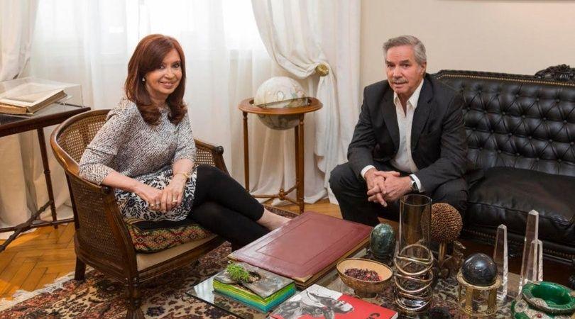 Cristina Fernández recibió a Felipe Solá en su domicilio porteño.