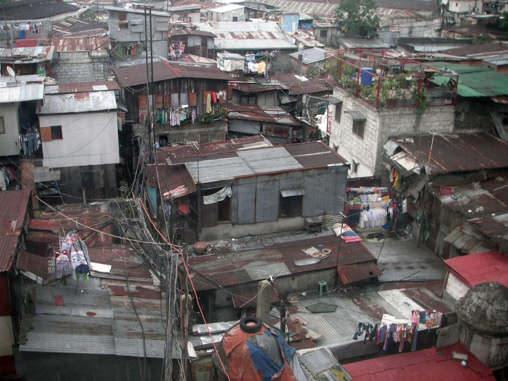La pobreza en Colombia supera el 50 %. Solo funciona el narcotráfico.