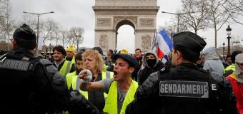 MUNDO – Francia | Choques violentos entre la policía y los chalecos amarillos en París.