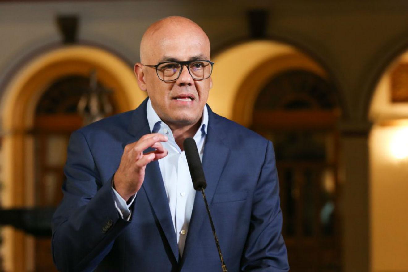 El Vicepresidente Sectorial Jorge Rodríguez dijo que el atentado fue hecho por Estados Unidos y Guaidó.