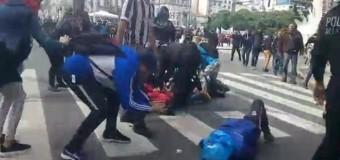 TRABAJADORES – Régimen | Las fuerzas del régimen macrista detuvieron a manifestantes en las inmediaciones de la 9 de julio.