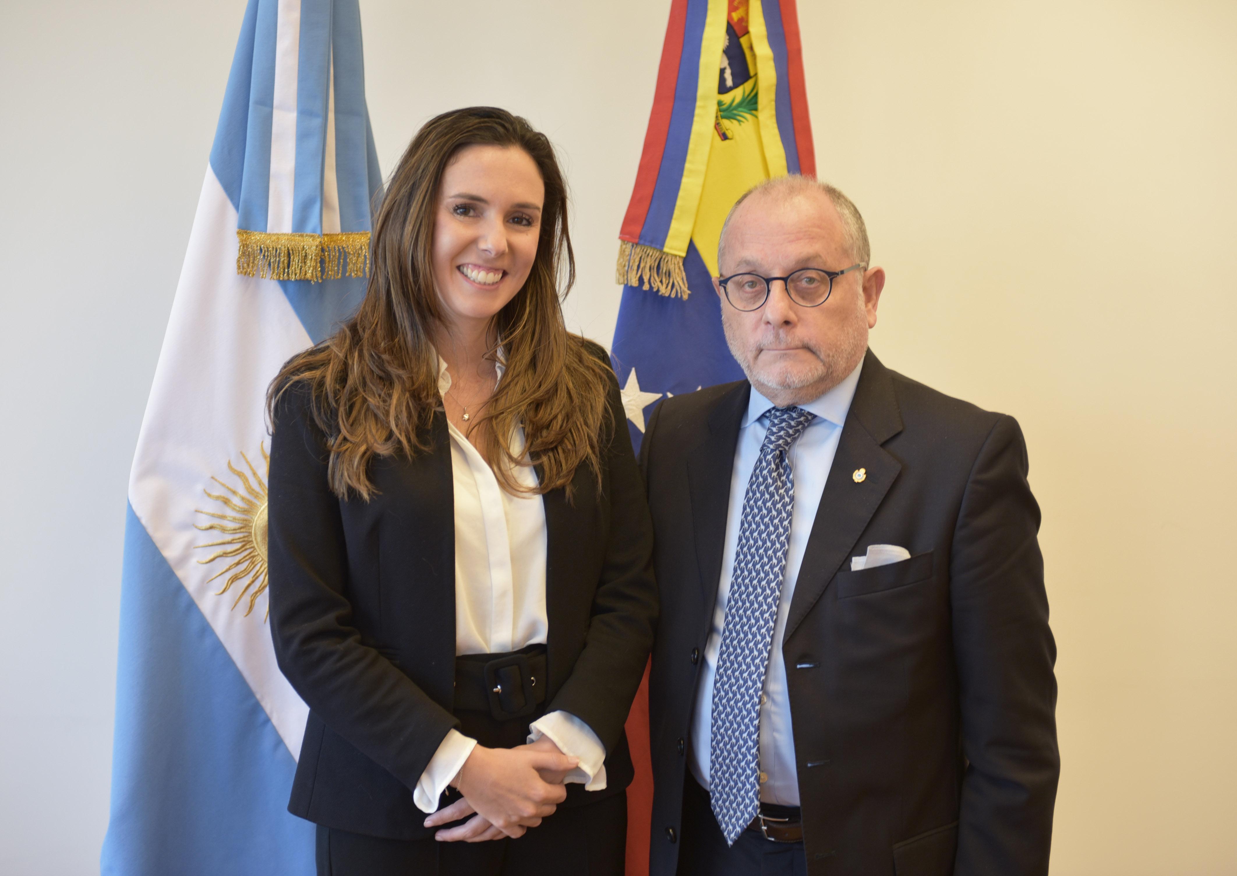La terrorista venezolana Elisa Trotta y el canciller del régimen argentino Jorge Faurie.