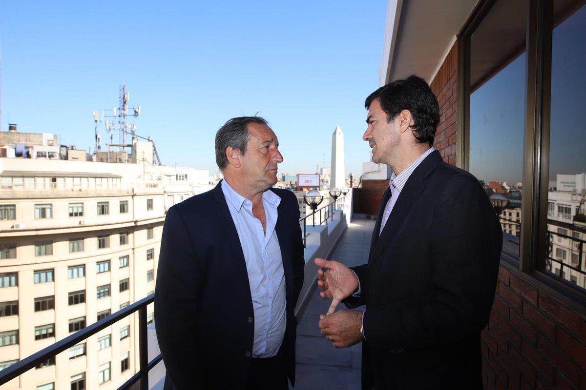 Urutubey con el dirigente PRO Saredi.