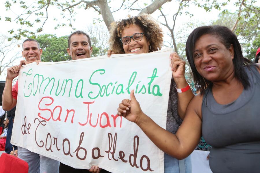 En cada barrio del país, los venezolanos salieron a defender a su país del golpe de Estados Unidos.