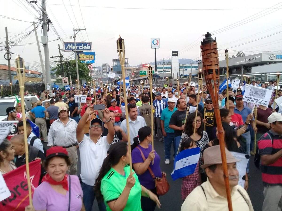 Los ciudadanos ya no soportan la tiranía de Orlando Hernández