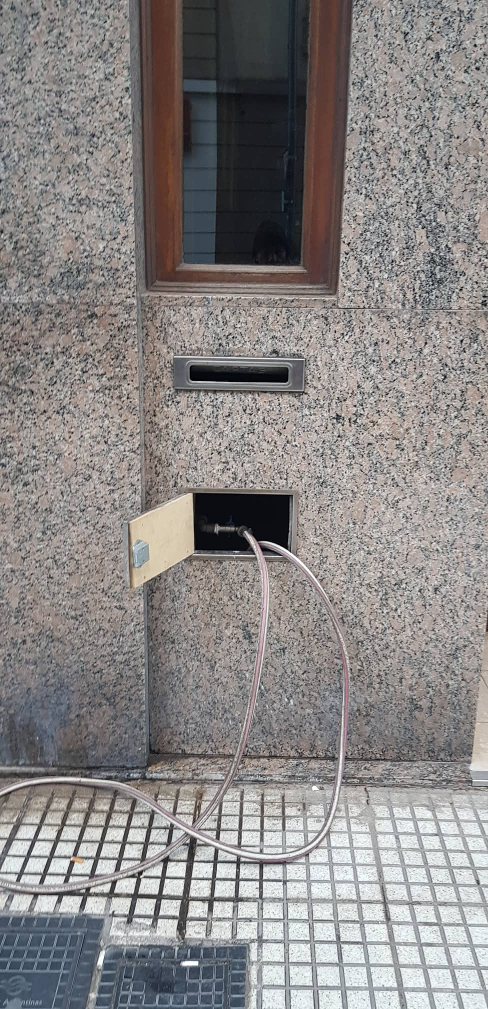 La falta de energía deja sin agua a los edificios por falta de presión. Foto: Beatriz Kennel.