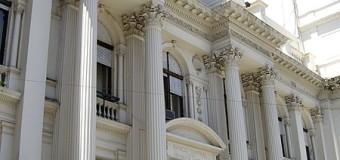ECONOMÍA – Régimen | No descartan feriado bancario por la crisis financiera.
