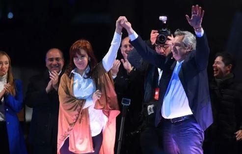 Cristina y Alberto Fernández ganaron claramente las PASO. 47 a 32 %.