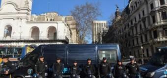 POLÍTICA – Régimen | Triplican la seguridad en las inmediaciones de la Casa Rosada.