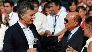 Macri y Alfredo Coto. Los empresarios no pagarán aportes patronales.