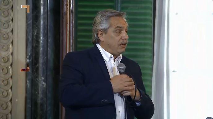 Alberto Fernández hizo la introducción en la presentación de Mujica.