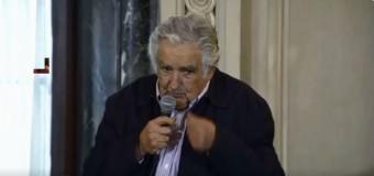 REGIÓN – Política   Pepe Mujica fue homenajeado en colegio de la UBA.