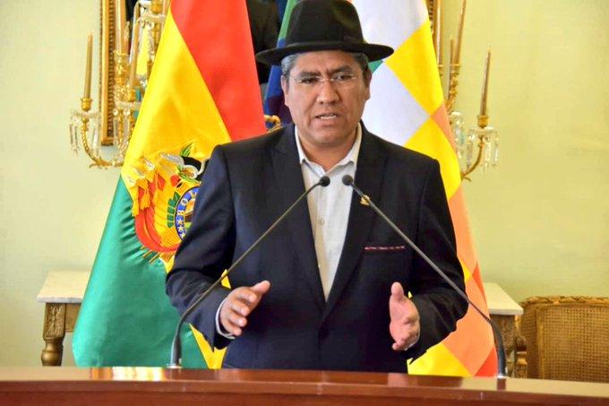 Diego Pary, canciller de Bolivia dio una conferencia de prensa explicando la presencia de más de cien observadores internacionales.