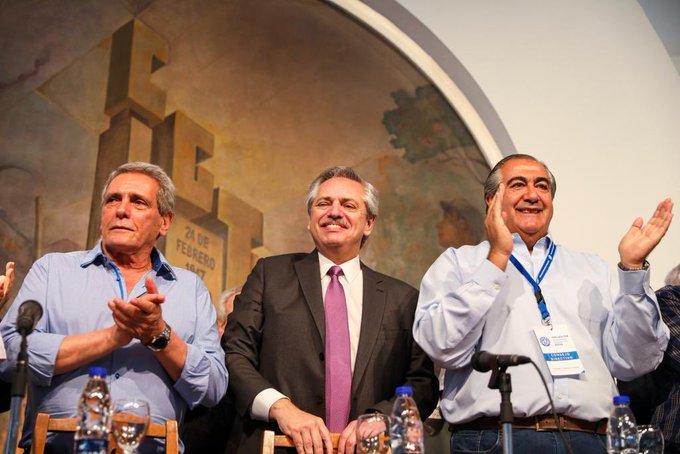 Alberto Fernández junto a los Secretarios Generales Carlso Acuña y Héctor Daer, que fueron muy conniventes con el macrismo.