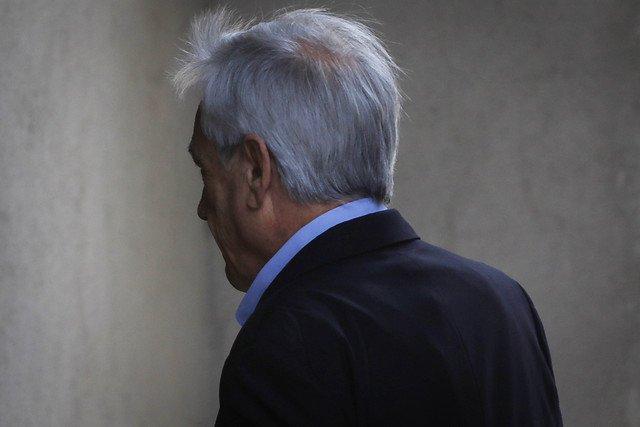 Según el diario La Tercera, a Piñera solo le queda un 13 % de apoyo y en caída.