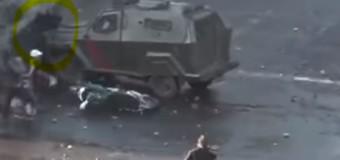 REGIÓN – Chile | Blindado de Carabineros aplasta a manifestante.