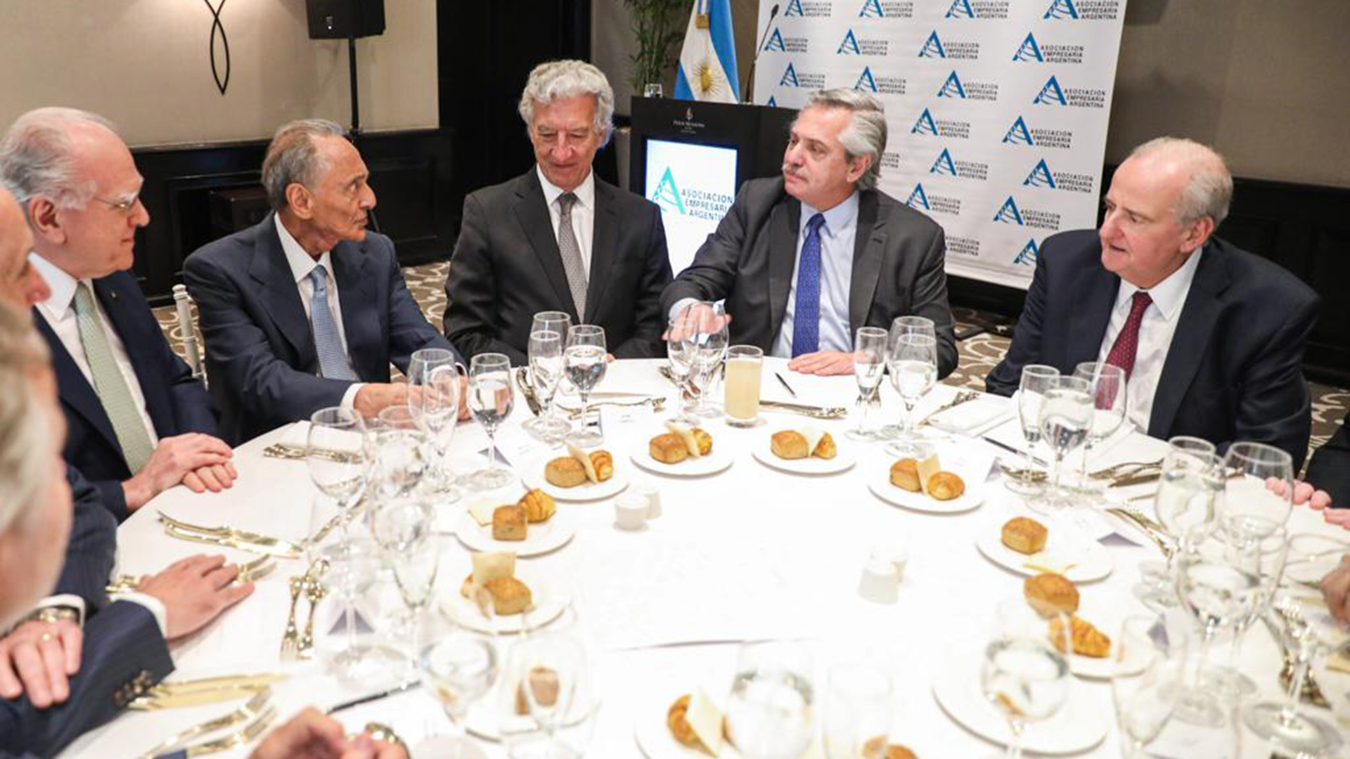 El Presidente Fernández cenando con Héctor Magnetto.