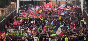 MUNDO – Francia | Los franceses se resisten en las calles a la destrucción del sistema jubilatorio.