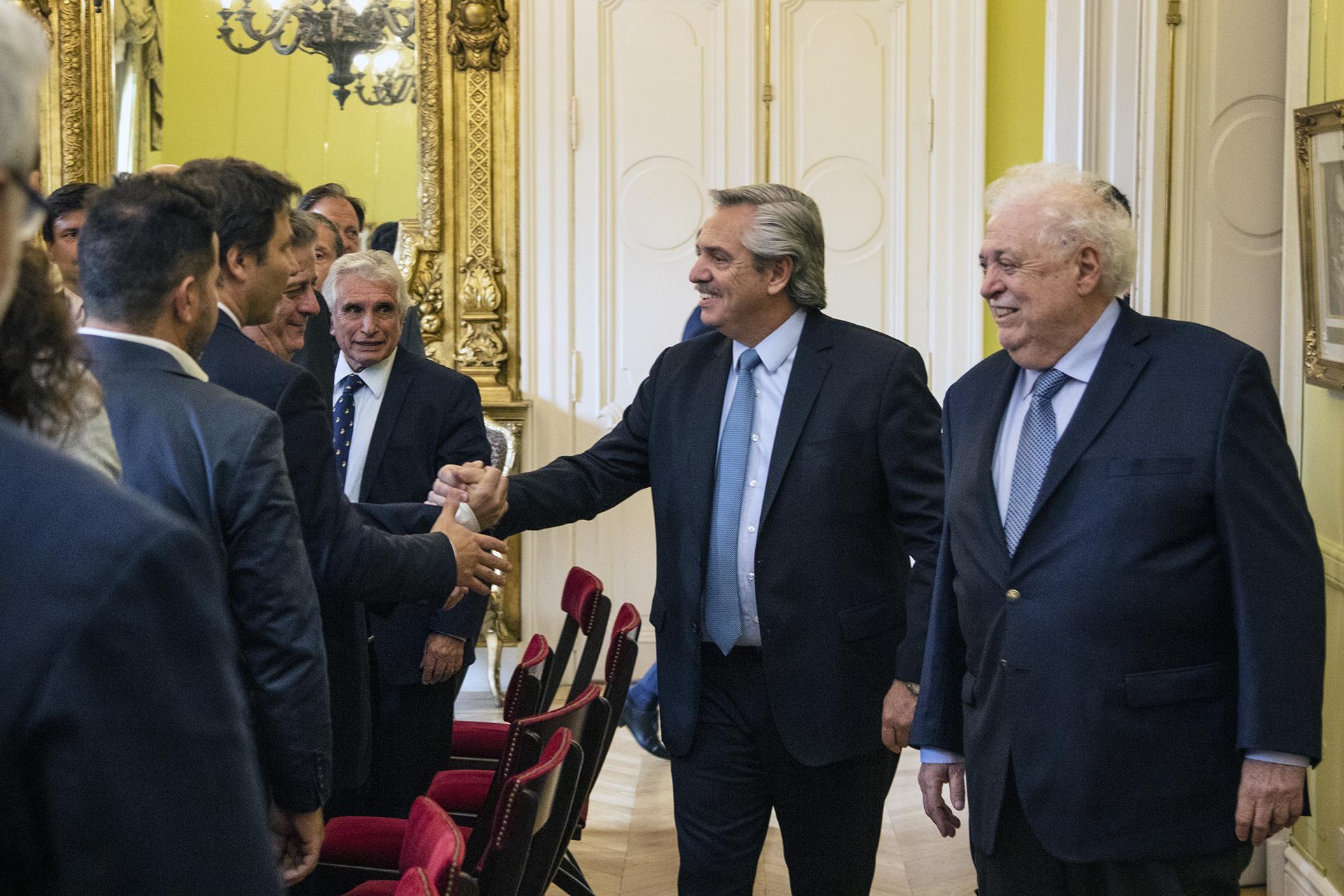 El Presidente Fernández y el Ministro González García con empresarios farmacéuticos.
