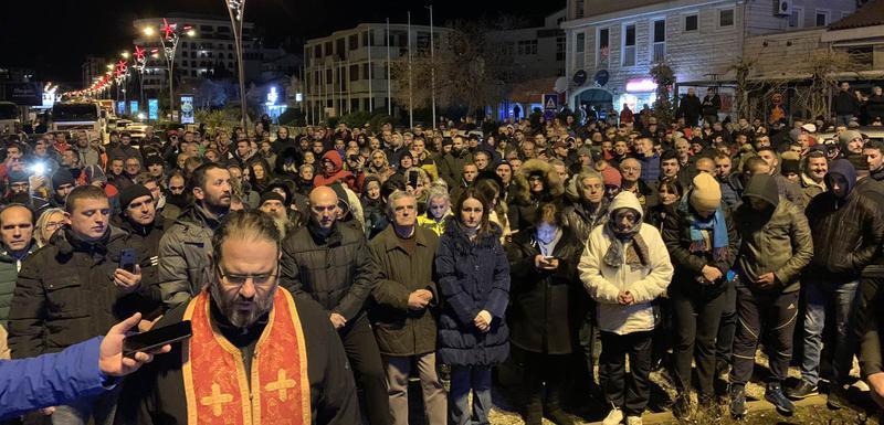 Los ortodoxos montenegrinos temen la expropiación de Iglesias y Monasterios.