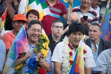 Luis Arce, candidato presidencial del MAS y Evo Morales en el acto en Flores.