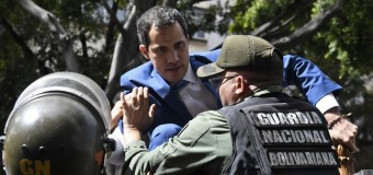 REGIÓN – Venezuela | La payasada armada del terrorista Juan Guaidó que simuló que no podía entrar.