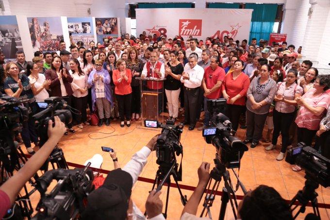 Los legisladores del FMLN  denunciaron las presiones del régimen de Bukele.