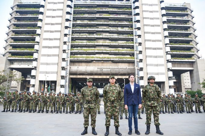 Colombia_militares_calles