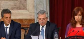 TRAGEDIA ARA SAN JUAN | El Presidente Fernández ascendió pos-mortem a los 44 submarinistas.