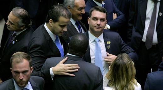 Flavio Bolsonaro con el terrorista colombiano Juan Guaidó.
