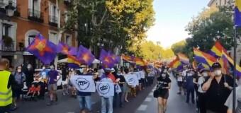 MUNDO – España | Los españoles piden el fin de la monarquía y el retorno a la democracia.