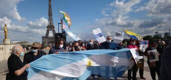 ESPIONAJE ILEGAL MACRISTA XXIX | En París repudian la presencia de Macri que se habría fugado para no ir preso.