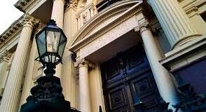 ECONOMÍA – Dólares | Con nuevas medidas el BCRA busca frenar el derrame delincuente de dólares.