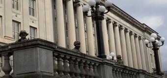 MUNDO – Estados Unidos | El Presidente Biden asumió en una capital sitiada de militares.
