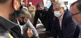 ACTUALIDAD – Argentina | Vecinos desesperados y activistas macristas apedrearon la combi del Presidente Fernández.