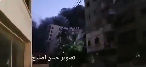 El edificio que los judíos derrumbaron con su aviación mató a 40 palestinos.